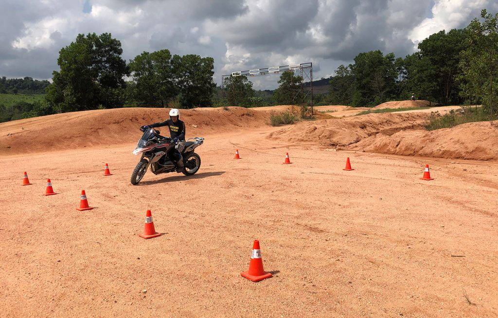 tommy lee big bike offroad lesson