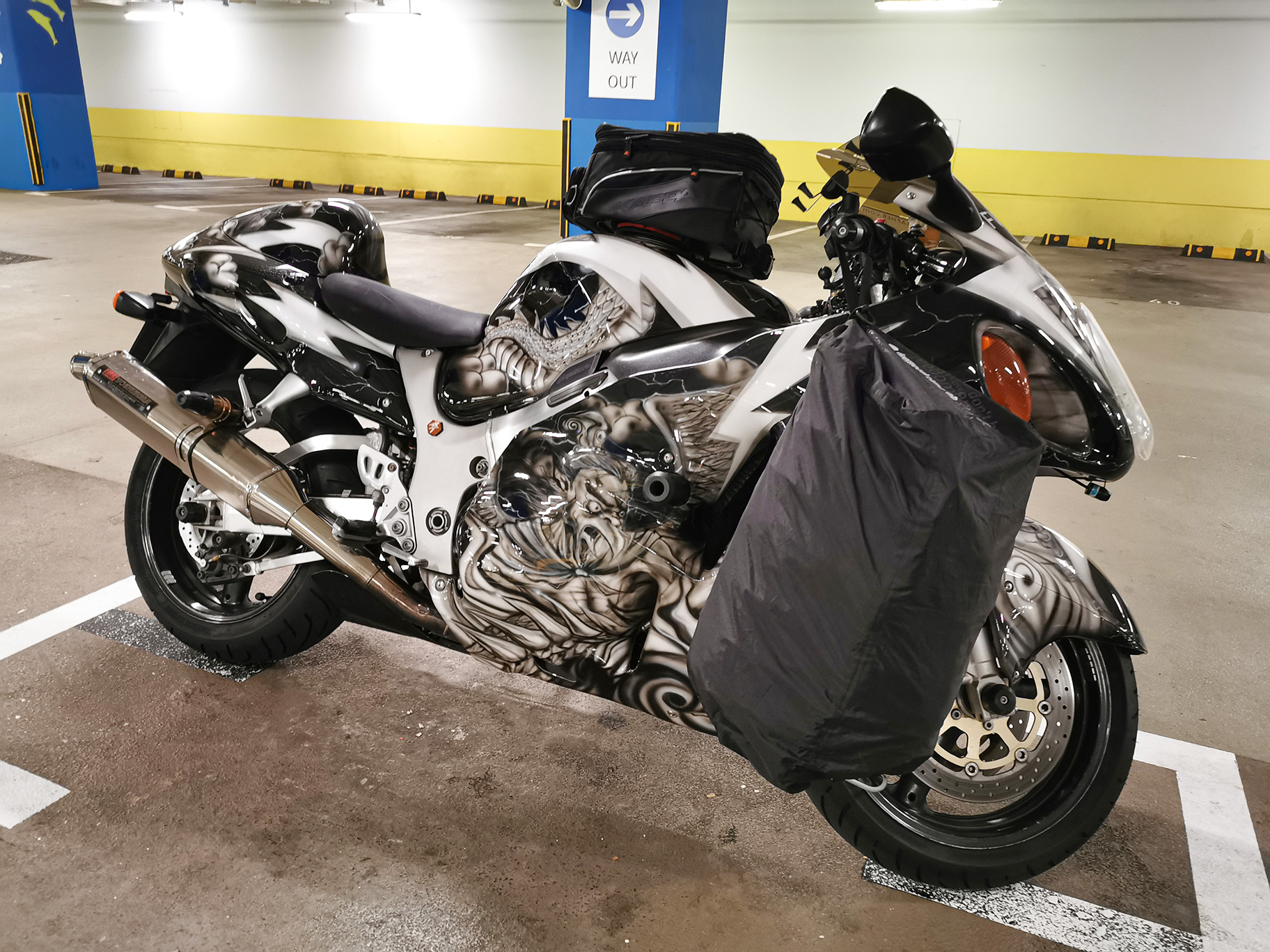 Deemeed Helmet Bag on Hayabusa